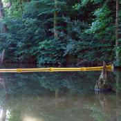 Super Swamp containment boom for shallow water