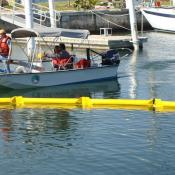 Simplex oil boom for marinas, lakes and harbors